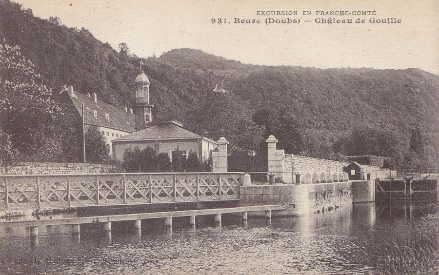 Vue du château de Gouille - Village de Beure